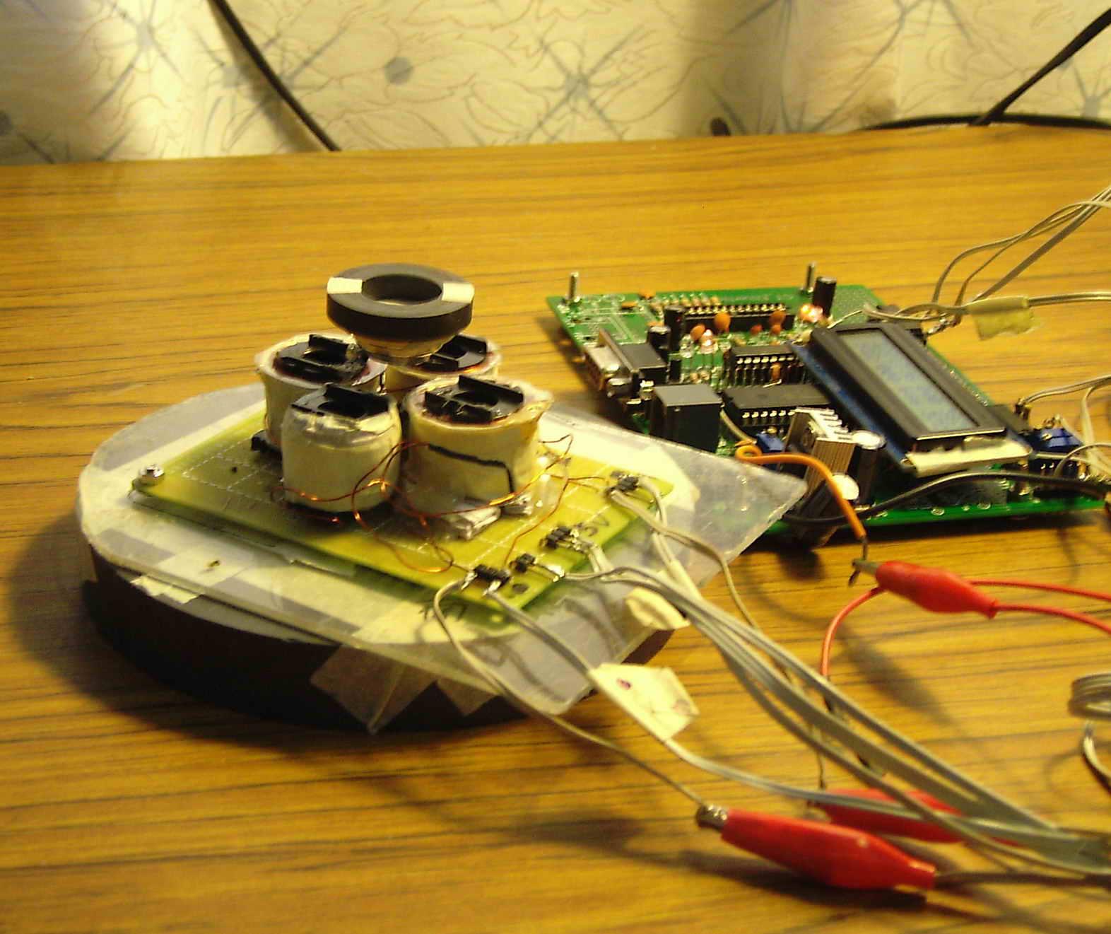 电路原理:   与 stm8下推式磁悬浮实验>相似